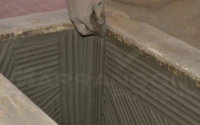 Terracotta da giardino: fase di produzione calco a mano