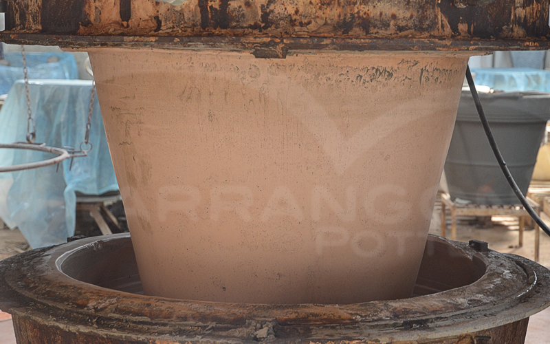 Terracotta prodotta con pressa e stampa in gesso